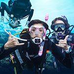 e8f9db3695a54b819251f38ea19a49d8women_scuba_divers_underwater_padi.jpg